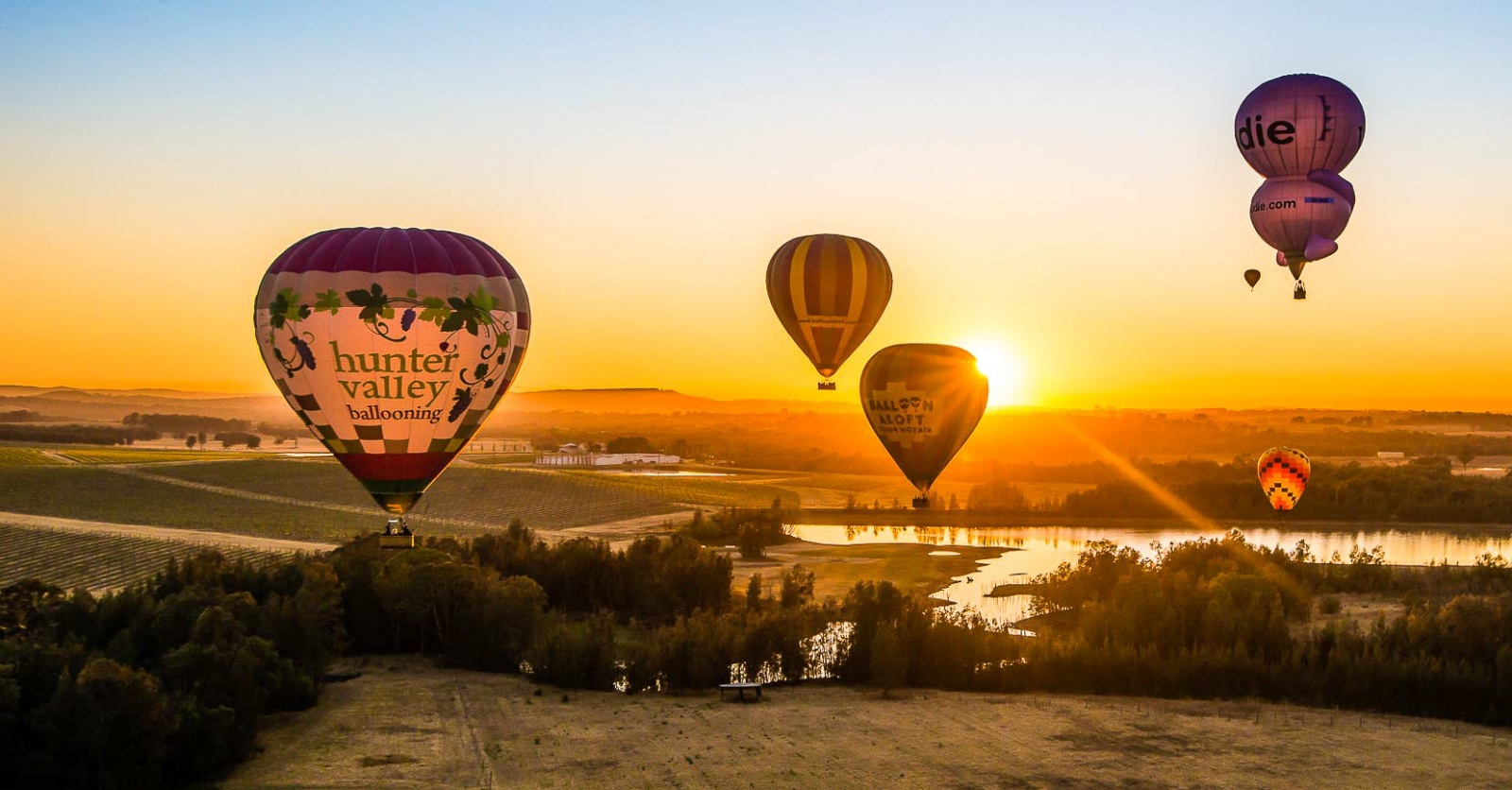 cropped-images Hunter Valley Ballooning over the vineyards-0-0-0-0-1616737293